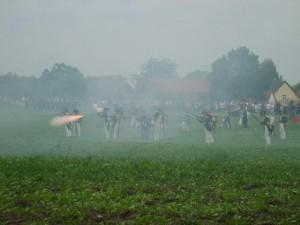 Bild 5A - Die Schlacht ist eröffnet und die 8ème rückt im Schützenfeuer vor!