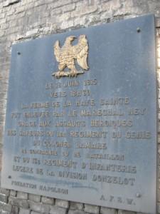 Abschnitt 5 Bild 4 - Gedenkplatte zur Einnahme der Meierei