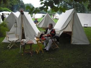 Bild 2 Im Lager wird sich auf das Gefecht vorbereitet