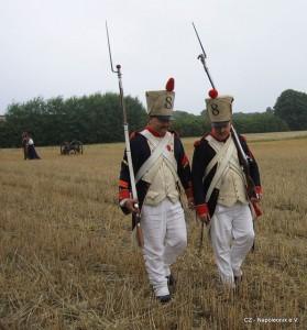 Bild 11 Nach getaner Arbeit marschieren Serrurier und Henri zurück ins Lager