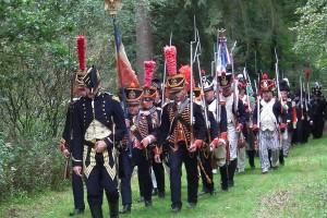 Bild 1 - Marsch zum Denkmal