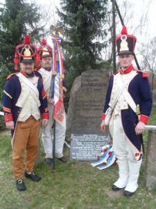 Bild 3 - Die Grenadiere Serrurier, Martin und l´Epaule am Gedenkstein