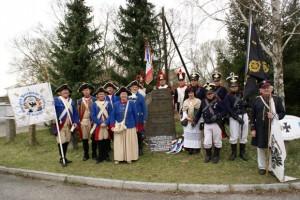 Bild 5 - Gruppenbild aller beteiligten Truppen am Gedenkstein