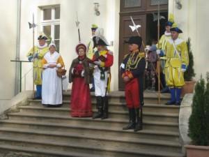 Bild 3 - Hoher Besuch. Der sächsische König ist da.
