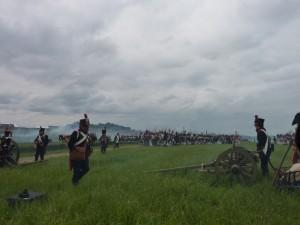 Bild 38 - Das Bataillon rückt an unserer Artillerie vorbei.