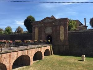 Bild 01 - Eingang zur Festung