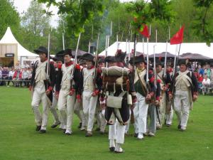 Bild 06 - Die 8ème marschiert auf.