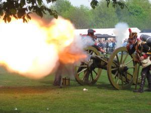 Bild 09 - Unsere Artillerie eröffnet den Tanz