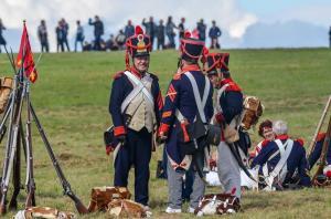 Bild-15A- Die Grenadiere Henri, Jean Paul und Serrurier freuen sich ebenfalls über die Rast.