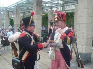 Bild 10 - Austausch mit Nicolas von der Artillerie. Bestimmt sieht man sich bald wieder.