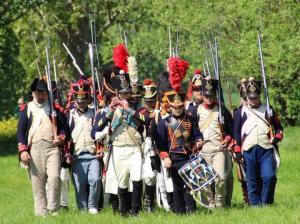 Bild 01 - Mit klingendem Spiel erreicht unser vereintes Bataillon einen Ort namens Kaja.