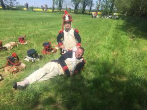 Bild 06A - Henri und Jean Paul geniessen die Sonne.