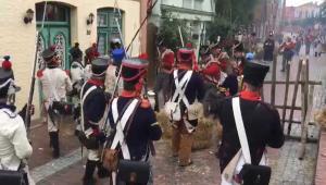 Bild 09 - Aber der Feind rückt wieder geschlossen vor.