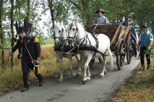 Bild 05 - Auch ein Bauerwagen ist mit von der Partie.