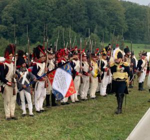 Bild 16 - Der Oberkomandierende inspiziert seine Truppen.