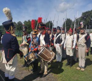 Bild 6 - Der Bataillonschef ist zufrieden. Grenadier Le Rire ist skeptisch. Hoffentlich ist der Drill jetzt endlich zu Ende.