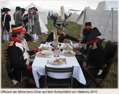 Offiziere der 8eme beim Diner auf dem Schlachtfeld von Waterloo 2010