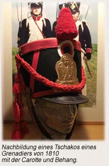 Nachbildung eines Tschakos eines Grenadiers von 1810 mit der Carotte und Behang.