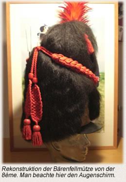 Rekonstruktion der Bärenfellmütze von der 8ème. Man beachte hier den Augenschirm.