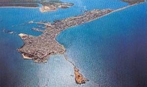 Blick auf das heutige Cádiz aus der Vogelperspektive. Hier wird die spezielle Lage der Stadt gut sichtbar.