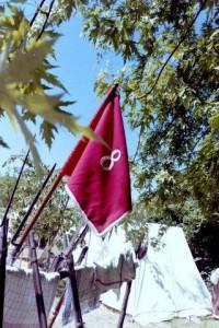 Bild 2 - Ein Fanion unserer Grenadierkompanie im Garten von Le Caillou