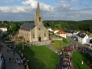 Abschnitt 3 Bild 2 - An der Kirche vorbei