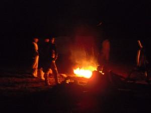 Bild 32 - Zum Ausklang gehen wir an Lagerfeuer...