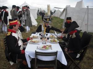 Bild 15 - Die Herren Officiers lassen es sich schmecken...