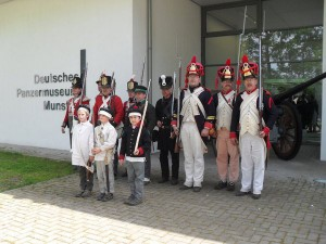 Bild 09 - Die Parade vor dem Haupttor