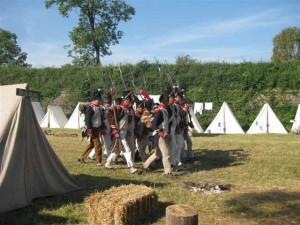Bild 12 - Nach getaner Pflichterfüllung Rückmarsch zum Lager
