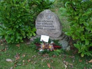 Bild 3 - Die 8ème gedenkt auch Capitaine Nicolas Georges Debergues, der am 6. November 1806 vor Lübeck gefallen ist.
