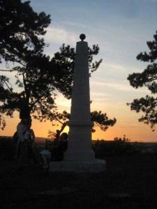Bild 23 - Das Denkmal in Reims im Abendrot