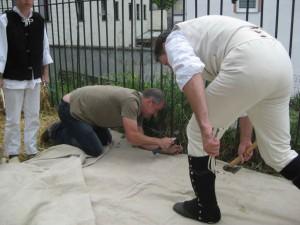 Bild 1 - Schnell wird biwakiert. Aber wer ist der Zivilist auf den Knien... Bild-2---Ah..es-ist-Grenadier-Taside.jpg ++ Bild 2 - Ah..es ist Grenadier Taside