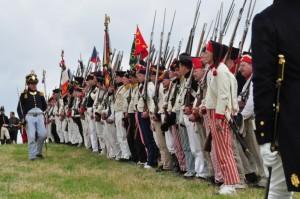 Bild 13 - Der Bataillonschef schreitet die Front ab.