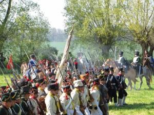 Bild 10 - Nach schweren Abwehrkapmf gegen preussische Kavallerie rücken wir unaufhaltsam vor. La victoire et ' nous !