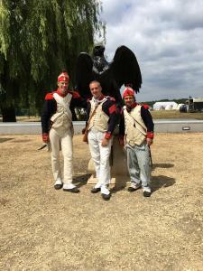Bild 8 - Die Grenadiere Taside, Jean Paul und Jean Francois geniessen das Nichtstun.