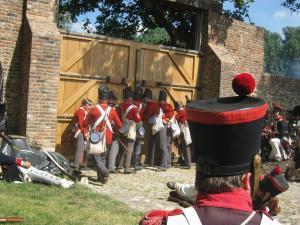 Bild 20 - Verdammt! Die Engländer verrammeln das Tor wieder! Wir sind verloren...