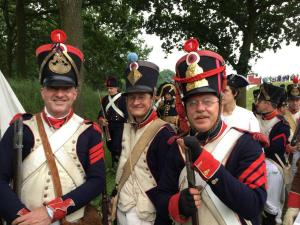 Bild 09 - Die Grenadiere Taside und Henri mit unserem Kameraden Erlend von der 4ème!