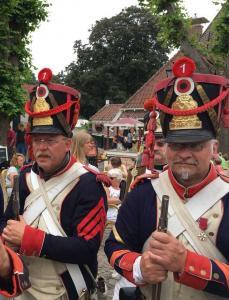 Bild 18A - Nach der Rückkehr zur Festung erwarten Henri und Serrurier begeistert die Siegesansprache.
