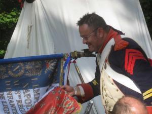 Bild 17 - Unsere Fahne...Dem Caporal wird ganz warm ums Herz.