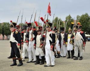 Bild 9 - Auch die 8ème und 4ème marschieren los.