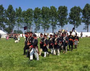 Bild 14 - Aber auch der Gegner marschiert voran.