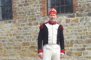 Bild 09 - Grenadier Jean Francois schaut sich die Gegend an.