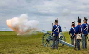 Bild 24 - Die feindliche Artillerie eröffnet den Tanz.